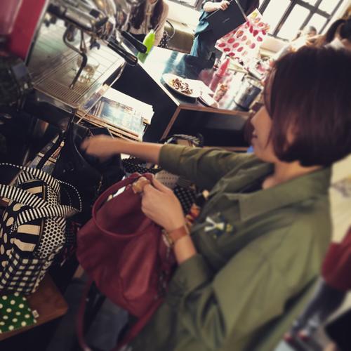 Saori Mochizuki(サオリモチヅキ/望月沙織)の香港での販売の様子