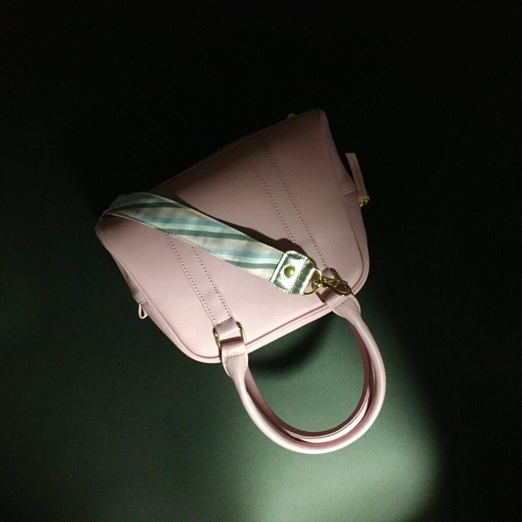 桜色・牛革ミニボストンバッグの詳細